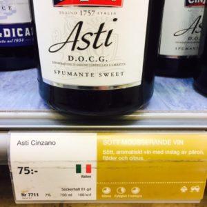 Närbild vinetikett Asti Cinzano